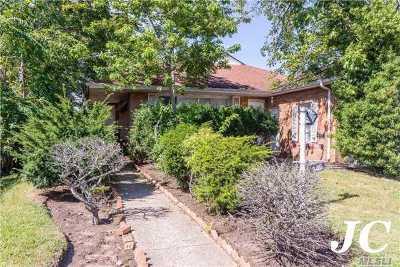 Long Beach NY Single Family Home For Sale: $525,000