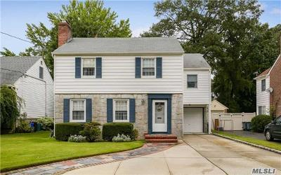 Rockville Centre Single Family Home For Sale: 115 Muirfield Rd