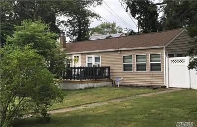 Holtsville Single Family Home For Sale: 9 Pine St