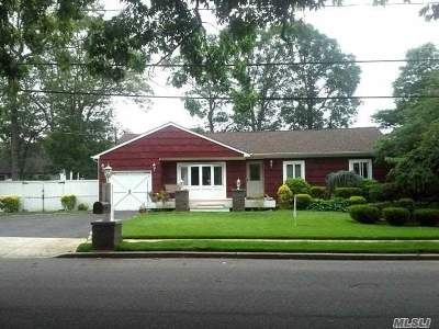 Holbrook Single Family Home For Sale: 226 Trumpet Ln