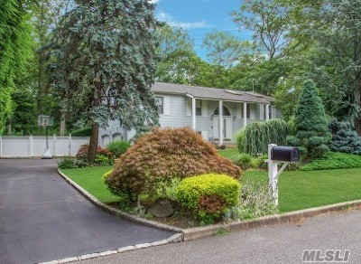 Hauppauge Single Family Home For Sale: 305 Ridgefield Rd