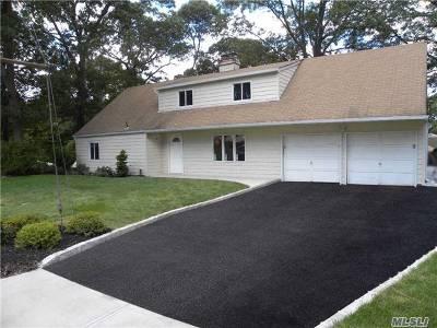 Farmingville Single Family Home For Sale: 17 Gaymor Ln