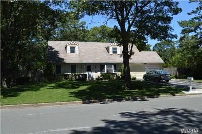 Farmingville Single Family Home For Sale: 7 Cottage Dr