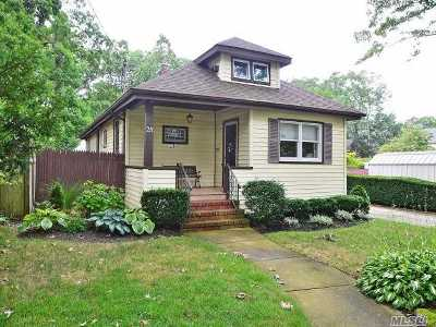 Farmingdale Single Family Home For Sale: 28 Powell Pl