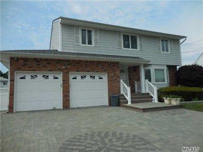 Farmingdale Single Family Home For Sale: 60 S Crescent Dr
