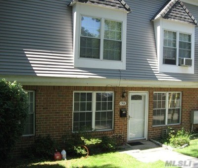 Hauppauge Condo/Townhouse For Sale: 1300 Towne House Vlg