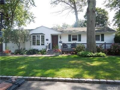 West Islip Single Family Home For Sale: 28 Bardolier Ln