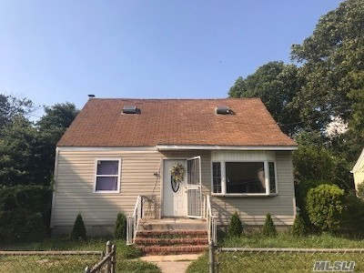 Copiague Single Family Home For Sale: 105 44th St