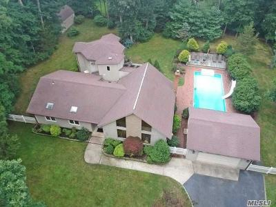 Smithtown Single Family Home For Sale: 39 Stony Hill Path