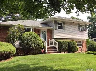 Farmingdale Single Family Home For Sale: 35 Parkdale Dr