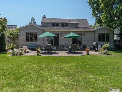 Syosset Single Family Home For Sale: 10 Meadowbrook Rd