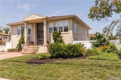Island Park Single Family Home For Sale: 18 Warwick Blvd