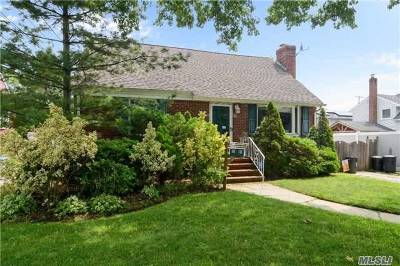Bellmore Single Family Home For Sale: 207 Mitchell St