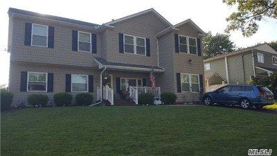 Selden Single Family Home For Sale: 34 Pamela Ln