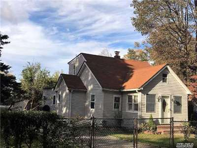 Wyandanch Single Family Home For Sale: 17 Patton Ave