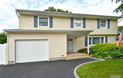 Smithtown Single Family Home For Sale: 18 Sterling Ln