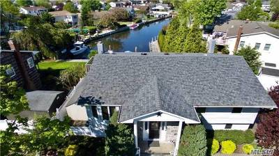 West Islip Single Family Home For Sale: 172 Anchorage Dr