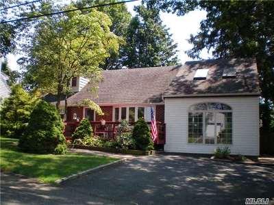 Huntington Single Family Home For Sale: 8 Shelley Pl