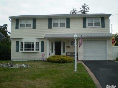 W. Babylon Single Family Home For Sale: 14 Auburn St