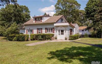 Ronkonkoma Single Family Home For Sale: 27 Parkway Blvd