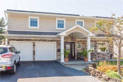 Oceanside Single Family Home For Sale: 3942 Sally Ln