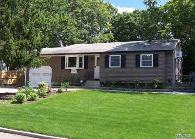 Selden Single Family Home For Sale: 125 Ruland Rd