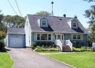 Selden Single Family Home For Sale: 114 Paula Blvd