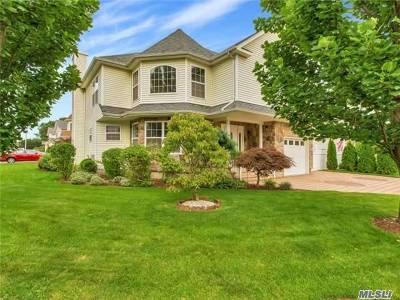 Farmingdale Single Family Home For Sale: 22 Dale Dr