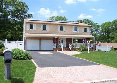 Ronkonkoma Single Family Home For Sale: 46 Avenue D