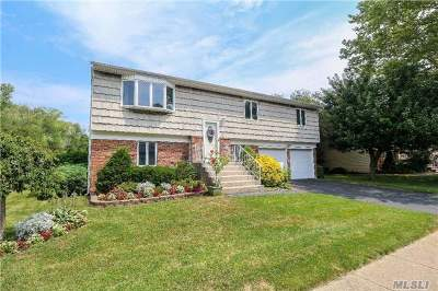 West Islip Single Family Home For Sale: 15 Westminster Ln