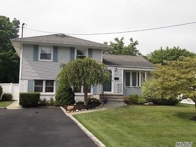 West Islip Single Family Home For Sale: 25 Ryan St
