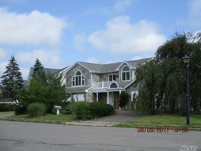 Copiague Single Family Home For Sale: 2 Lagoon Dr