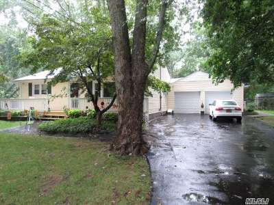 Middle Island Single Family Home For Sale: 56 Swezey Ln