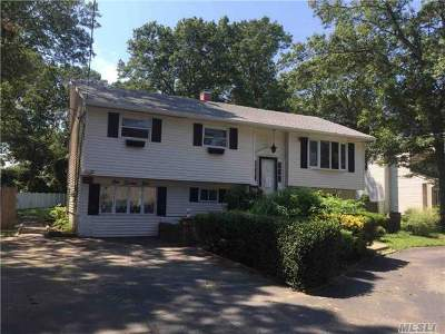 Holbrook Single Family Home For Sale: 124 Smith Ave