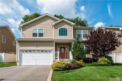 Syosset Single Family Home For Sale: 95 Convent Rd
