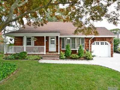 Massapequa Park Single Family Home For Sale: 39 Brendan Ave