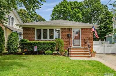 Lynbrook Single Family Home For Sale: 50 Rolling St