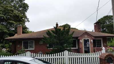 Holtsville Single Family Home For Sale: 66 Pearl Ave