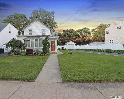 Lynbrook Single Family Home For Sale: 47 Prospect Ave