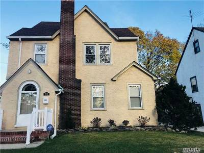 W. Hempstead Single Family Home For Sale: 213 Sycamore St