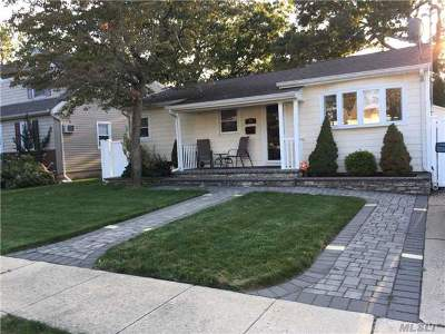 Farmingdale Single Family Home For Sale: 79 Sunset Ave