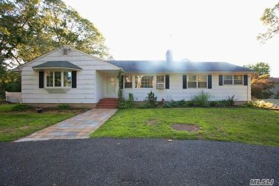Smithtown Single Family Home For Sale: 70 Plymouth Blvd