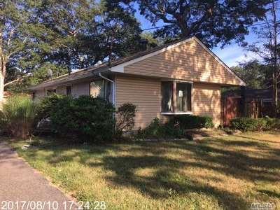 Farmingville Single Family Home For Sale: 21 Starling Pl