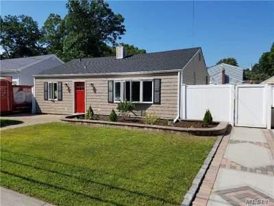 Massapequa Park Single Family Home For Sale: 177 McKinley St