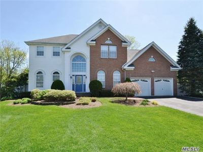 Huntington Single Family Home For Sale: 5 Truesdale Ct