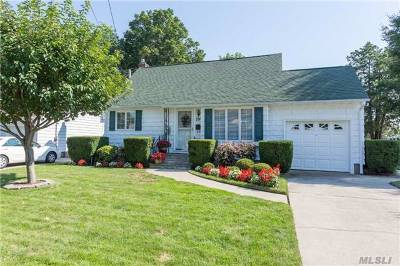 Lindenhurst Single Family Home For Sale: 299 37th St