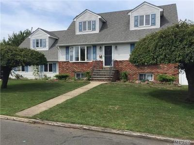Lindenhurst Single Family Home For Sale: 25 Gladys St