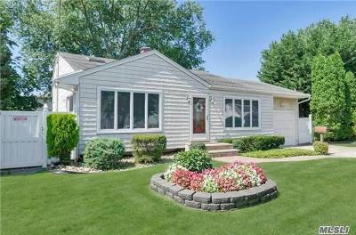 Lindenhurst Single Family Home For Sale: 445 N Ontario Ave