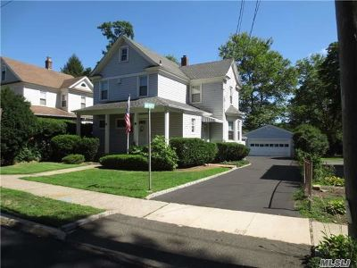 Huntington Single Family Home For Sale: 28 Central St