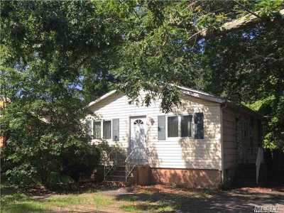 Selden Single Family Home For Sale: 148 Dare Rd